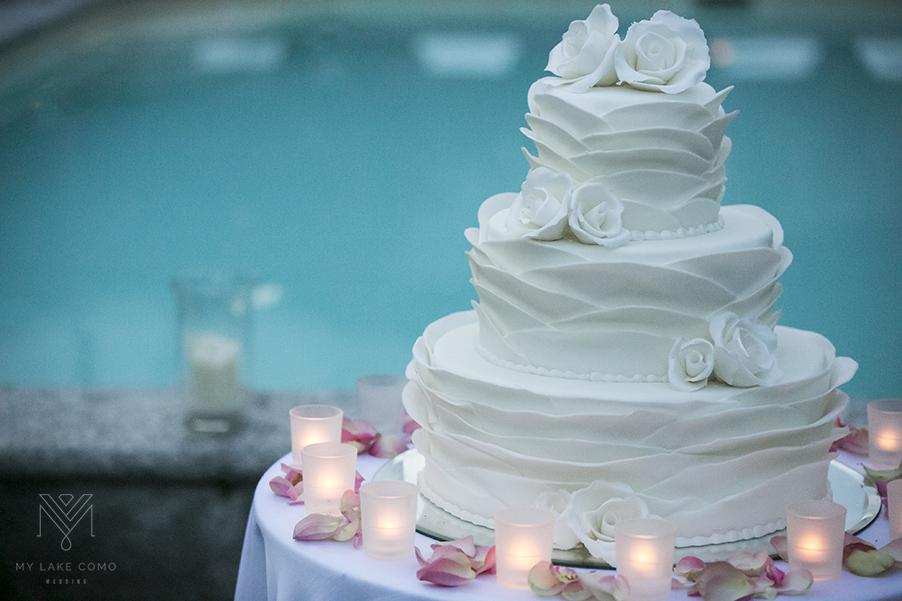 wedding-cake-with-petal-icing