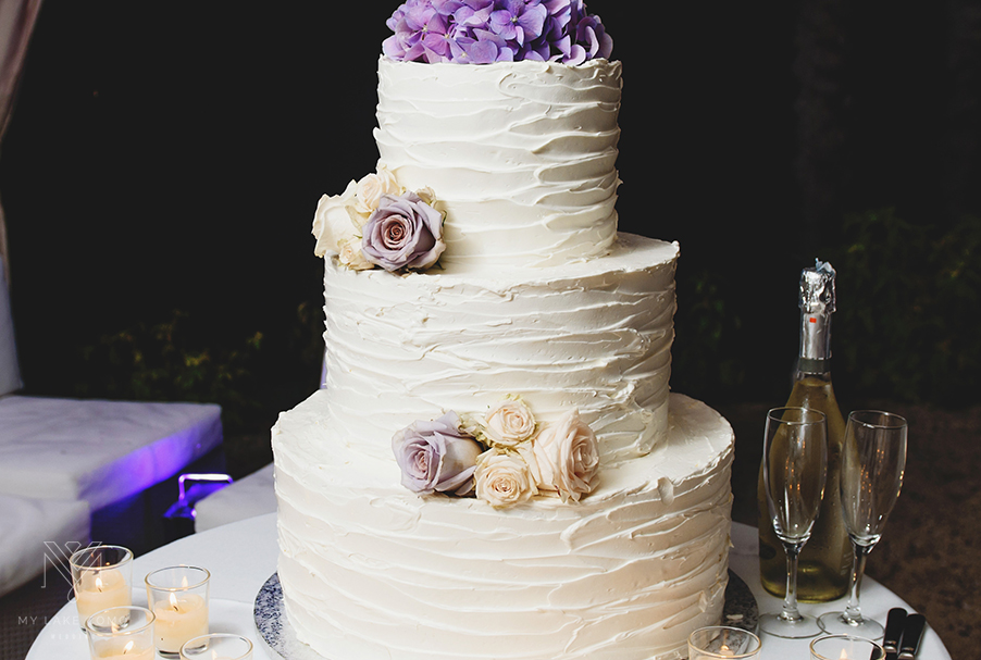 three-tier-wedding-cake-with-iced-roses-on-Lake-Como