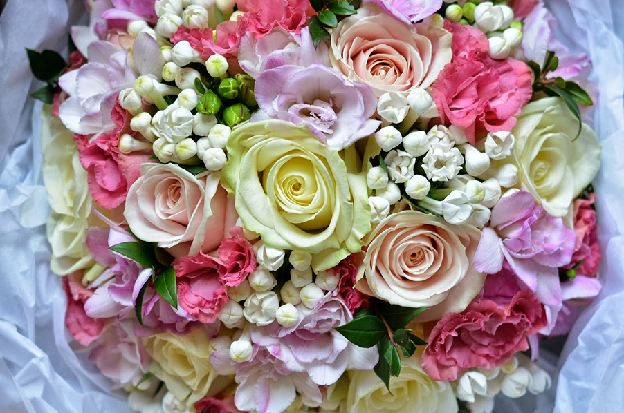 Wedding-bouquet-colourful-flower-display