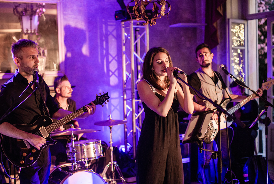 Live-band-for-wedding-day-dancing-and-music-arrange-by-planner-My-Lake-Como-Wedding