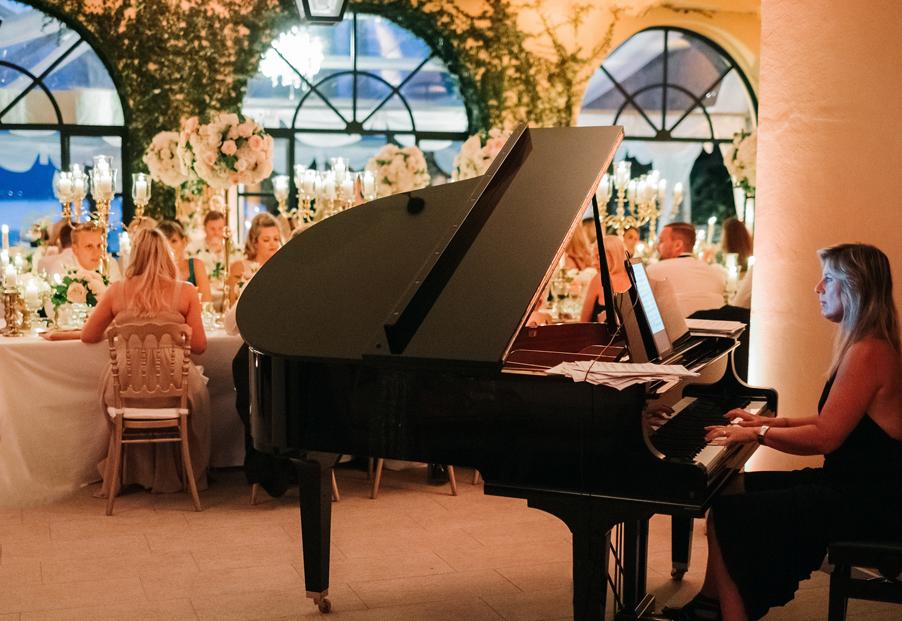 Pianist-in-dining-room-of-Villa-Balbianello-for-dinner-music