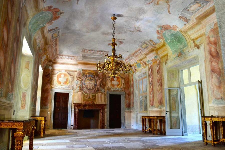 villa-balbiano-inside-lobby-for-wedding-my-lake-como-wedding-venue
