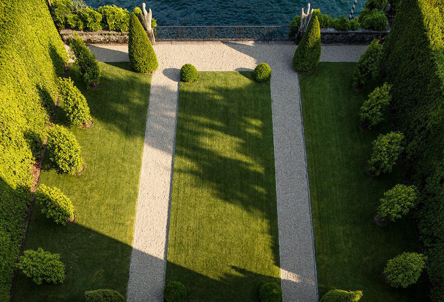 Wedding-ceremony-lakeside-lawn-by-wedding-planner-My-Lake-Como-Wedding