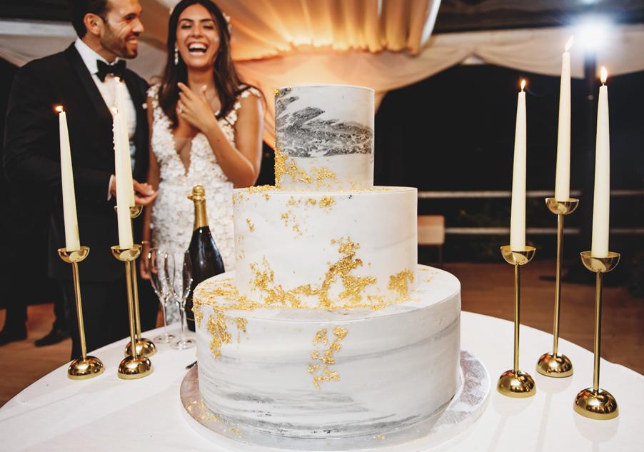 Bride-and-groom-with-wedding-cake-on-Lake-Como