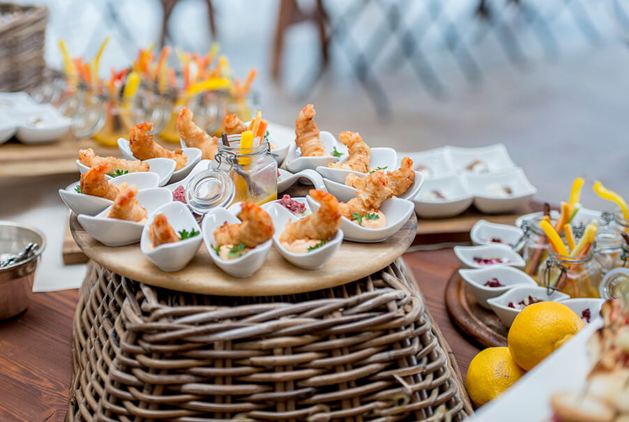delicious-italian-wedding-food-aperitivo-on-lake-como