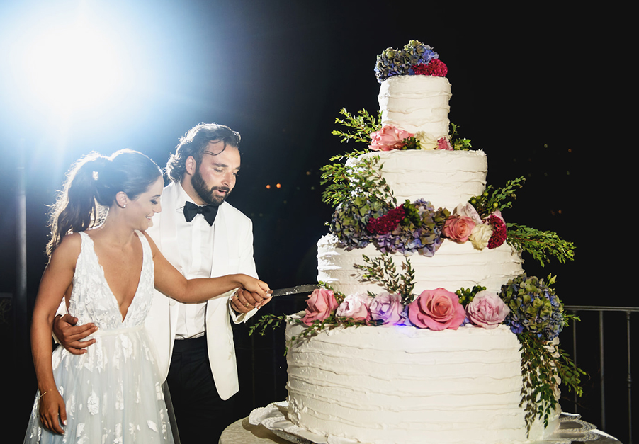 Large-wedding-cake-on-Lake-Como-with-bride-and-groom-cut