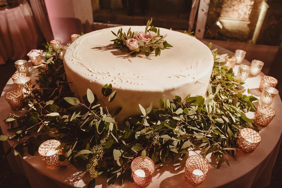 Wedding-cake-on-Lake-Como-by-wedding-planner-My-Lake-Como-Wedding