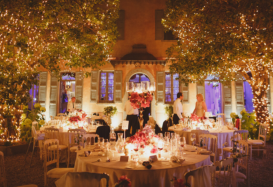 fairylights-in-the-trees-at-villa-wedding-for-dining-by-my-lake-como-wedding