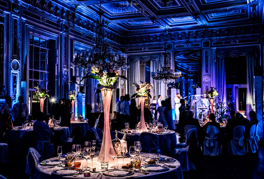 indoor-italian-villa-dining-room-with-lighting-effects-by-blunotte-now-working-with-my-lake-como-wedding