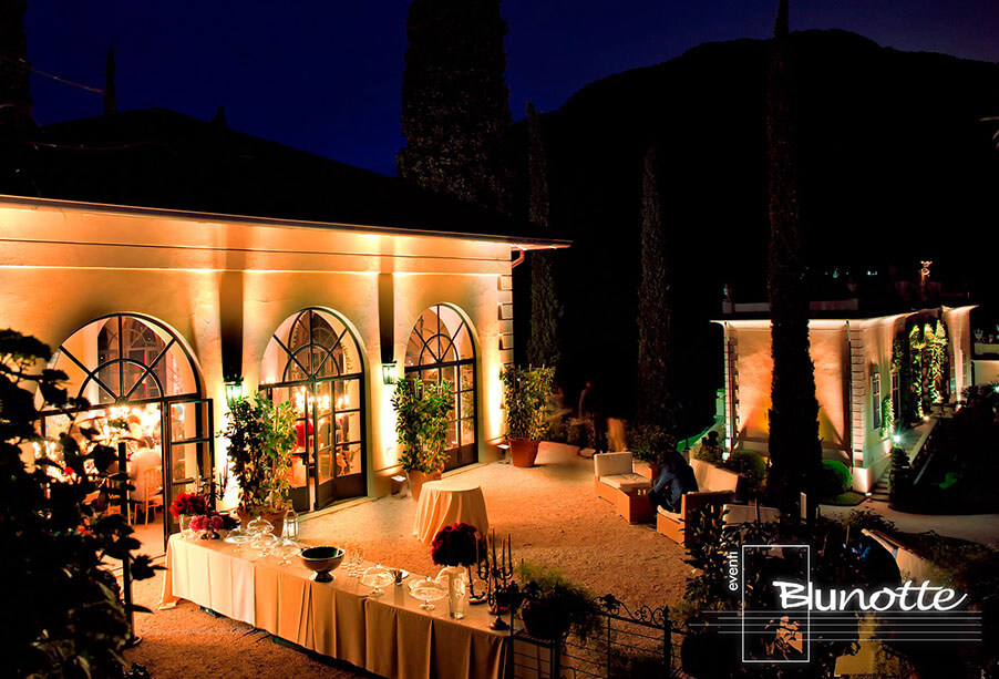 outdoor-wedding-bar-area-with-romantic-mood-lightiing-by-blunotte-working-with-my-lake-como-wedding
