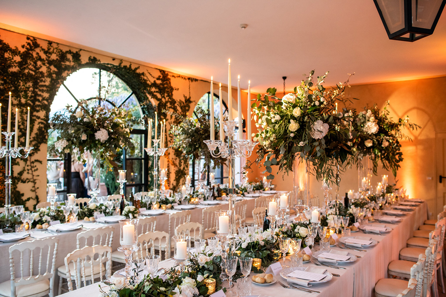 Wedding-day-dining-room-lighting-at-Villa-Balbianello