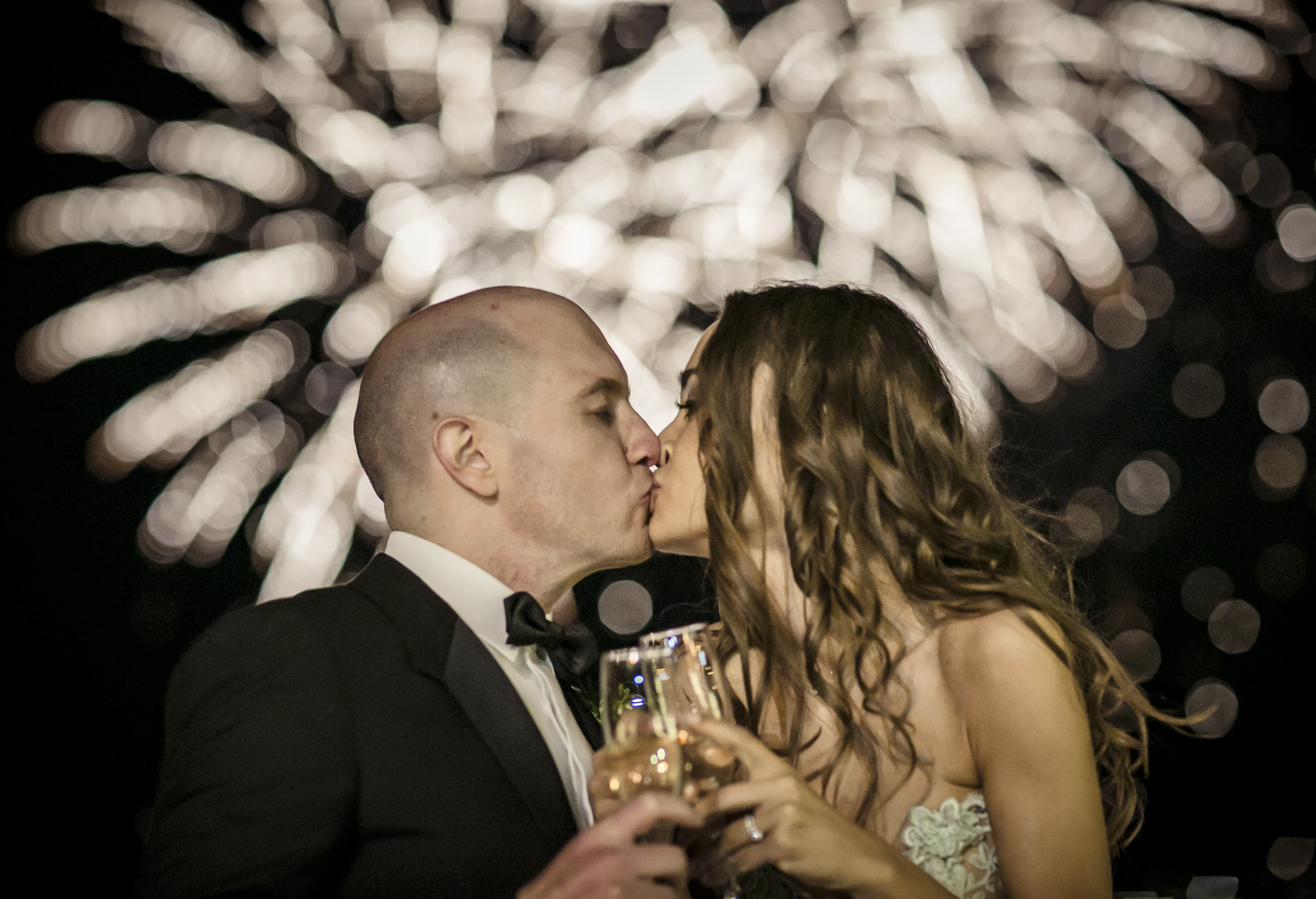 bride-and-groom-champagne-fireworks-on-lake-como-by-my-lake-como-wedding
