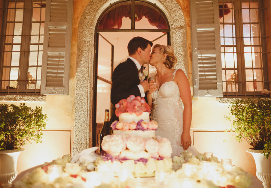 Bride-and-groom-kiss-after-wedding-cake-cutting-on-Lake-Como-by-My-Lake-Como-Wedding-planner