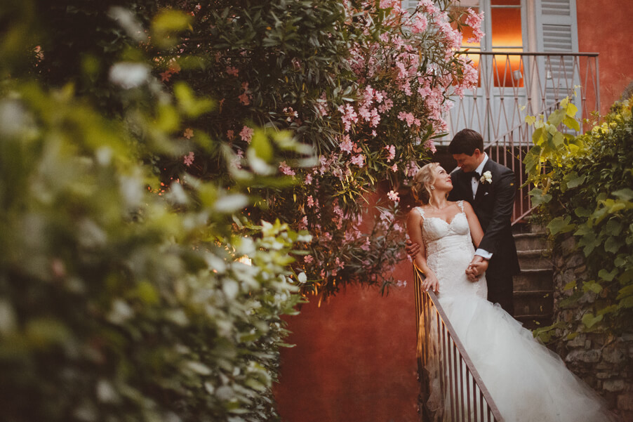 Bride-and-groom-photoshoot-on-Lake-Como-at-their-villa