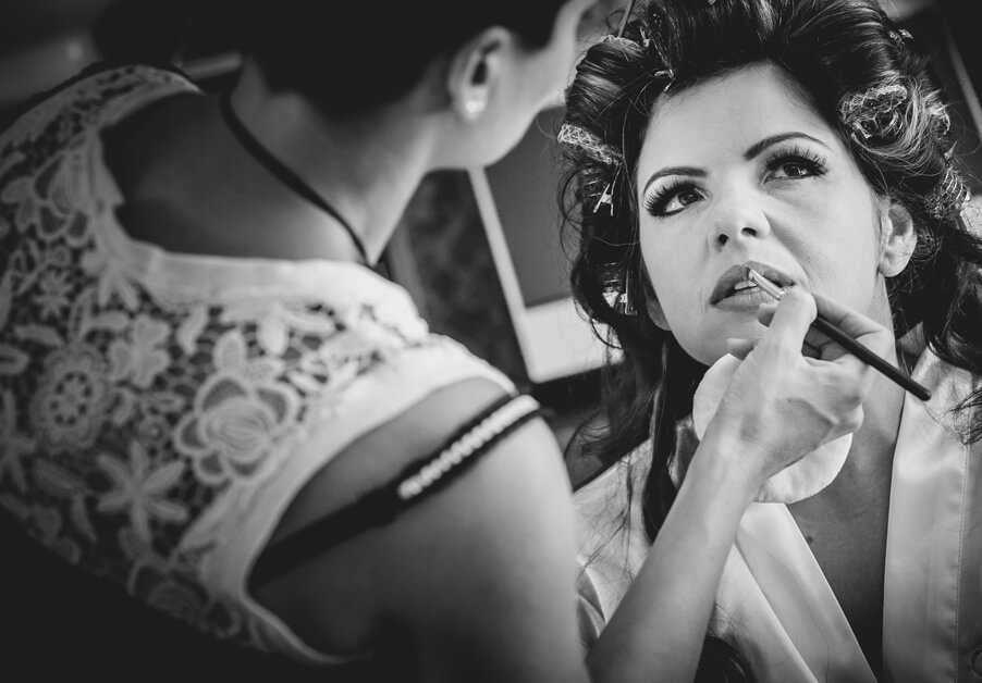Bride-getting-ready-on-Lake-Como-with-Rossella-make-up-artist-for-wedding