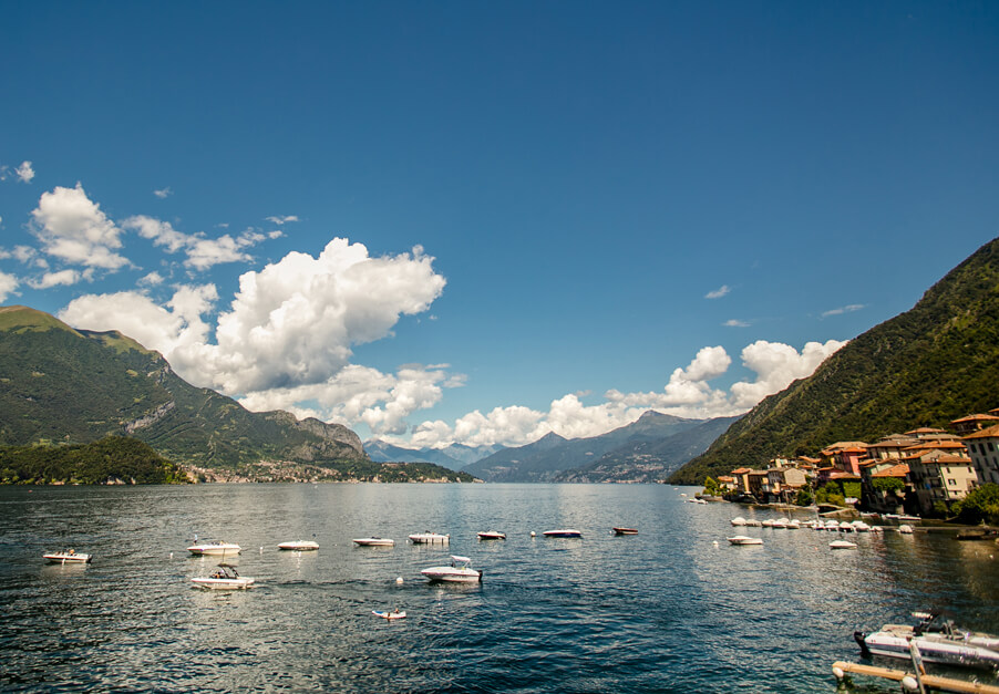 Lake-Como-view-with-mountains-and-boats-and-villages-beautiful-Italy