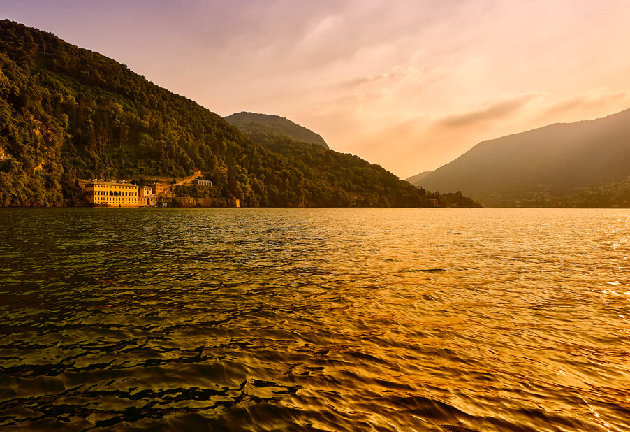 Sunset-on-Lake-Como-at-the-wedding-venue-Villa-Pliniana-by-wedding-planner-My-Lake-Como-Wedding