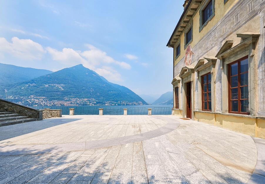 Villa-Pliniana-Lake-Como-wedding-ceremony-terrace-luxury-weddings-by-My-Lake-Como-Wedding