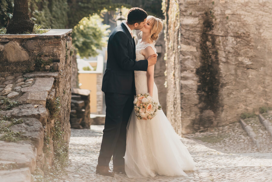 Bride-and-groom-kiss-in-the-cobbled-streets-of-Varenna-Lake-Como