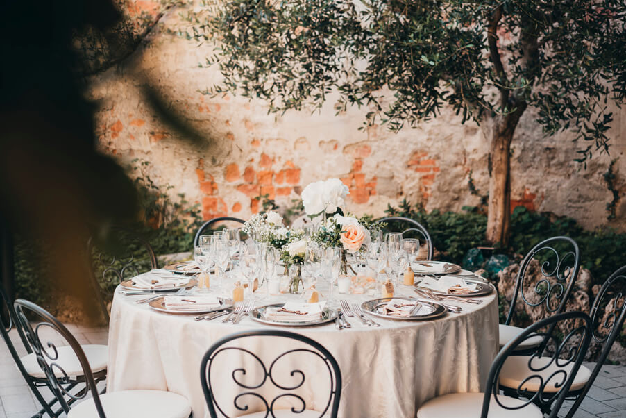 Outdoor-intimate-wedding-dining-in-Varenna-organised-by-My-Lake-Como-Wedding