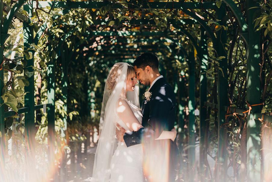 Wedding-photography-on-Lake-Como-in-an-orange-grove-by-wedding-planner-My-Lake-Como-Wedding