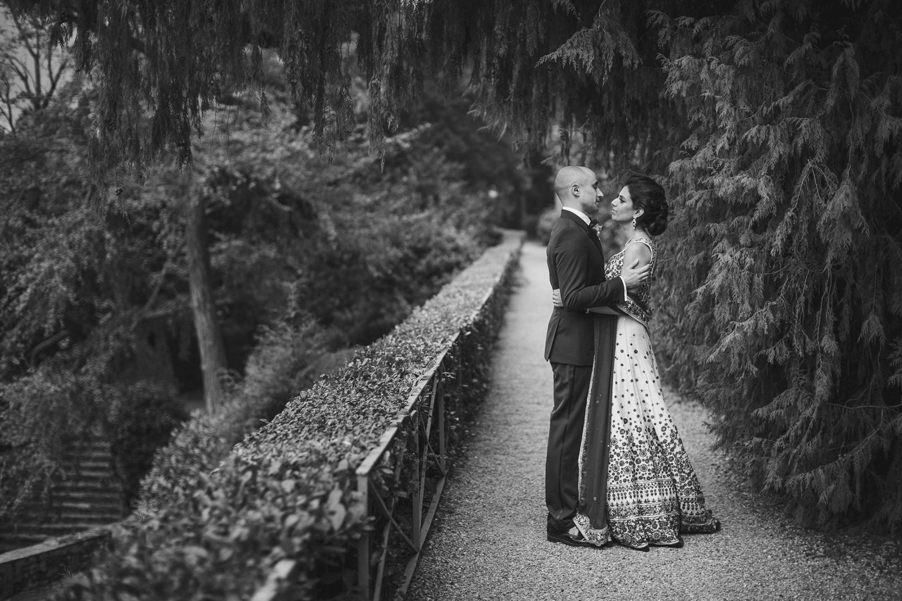 Black-and-white-picture-of-bride-and-groom-on-Lake-Como-wedding-planner-My-Lake-Como-Wedding