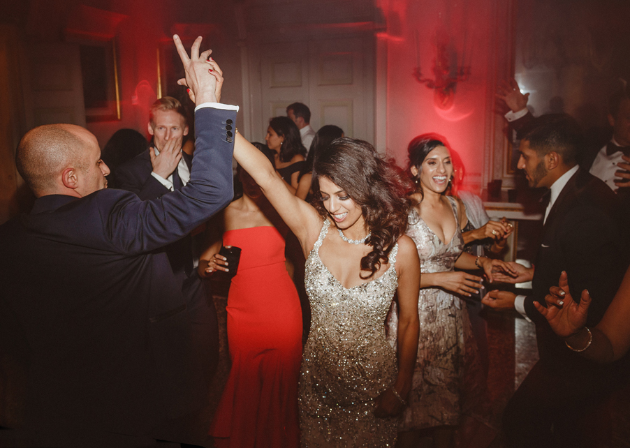 Bride-groom-and-guests-dancing-at-Villa-Pizzo-on-Lake-Como-on-the-wedding-day