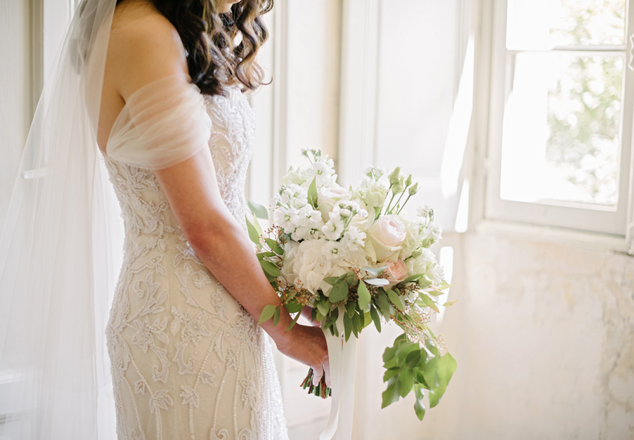 Bride-with-wedding-day-bouquet-in-a-sunny-villa-bedroom-Lake-Como-wedding-by-My-Lake-Como-Wedding