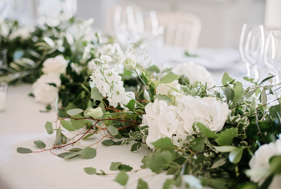 Elegant-wedding-decoration-with-green-and-white-flower-details-for-Italian-wedding-by-My-Lake-Como-Wedding