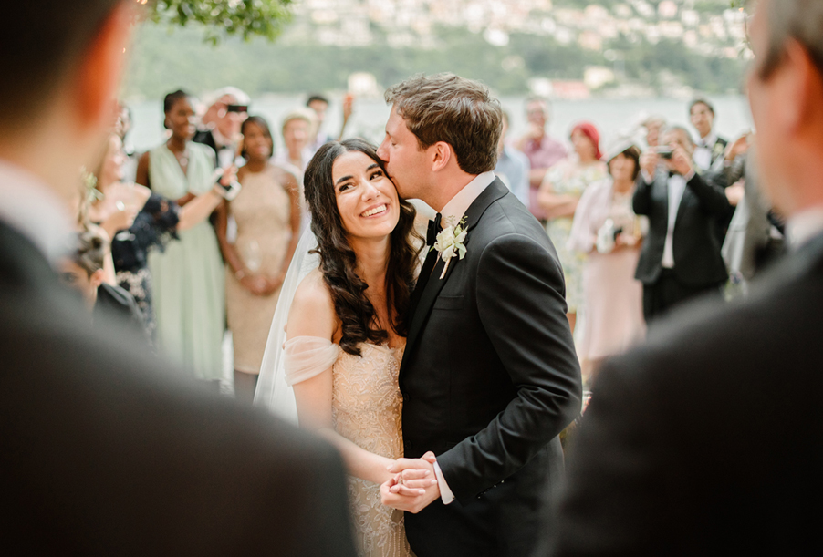 Groom-kisses-bride-during-Tenor-singing-on-Lake-Como-wedding-planner-My-Lake-Como-Wedding