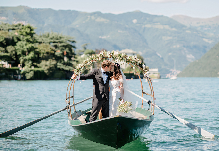 Lucia-wedding-boat-with-bride-and-groom-on-wedding-day-photoshoot-by-Gemma-Aurelius-from-My-Lake-Como-Wedding-planner