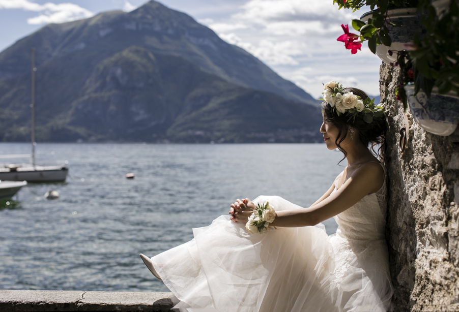 Birde-on-wall-looking-out-over-Lake-Como-in-Varenna-wedding-planner-My-Lake-Como-Wedding
