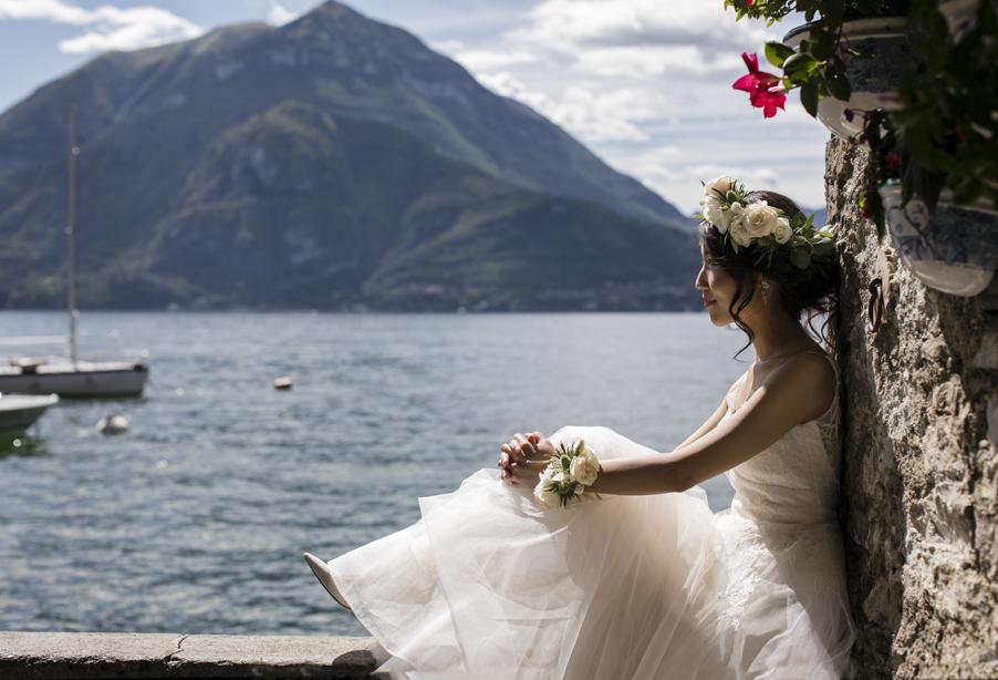 Birde-on-wall-looking-out-over-Lake-Como-in-Varenna-wedding-planner-My-Lake-Como-Wedding