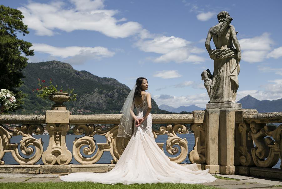 Bridal-photoshoot-on-Lake-Como-at-Villa-Balbianello