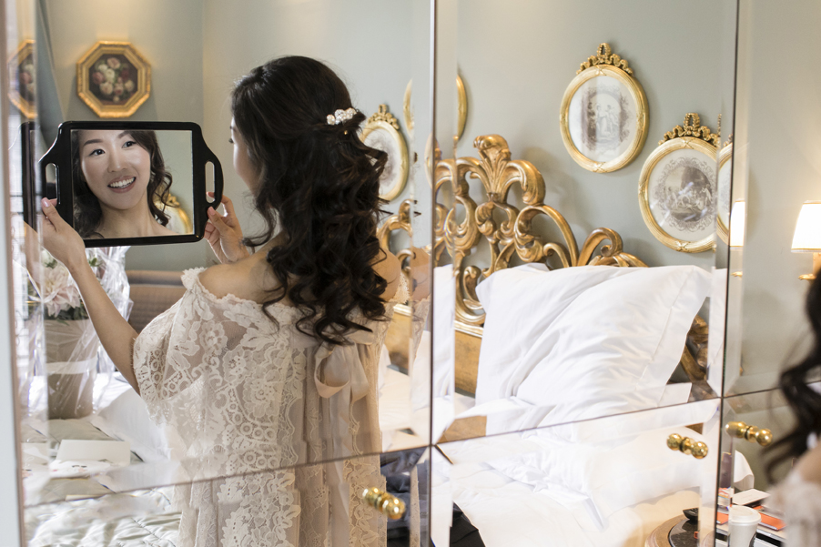 Lake-Como-photoshoot-bride-getting-ready-with-mirror