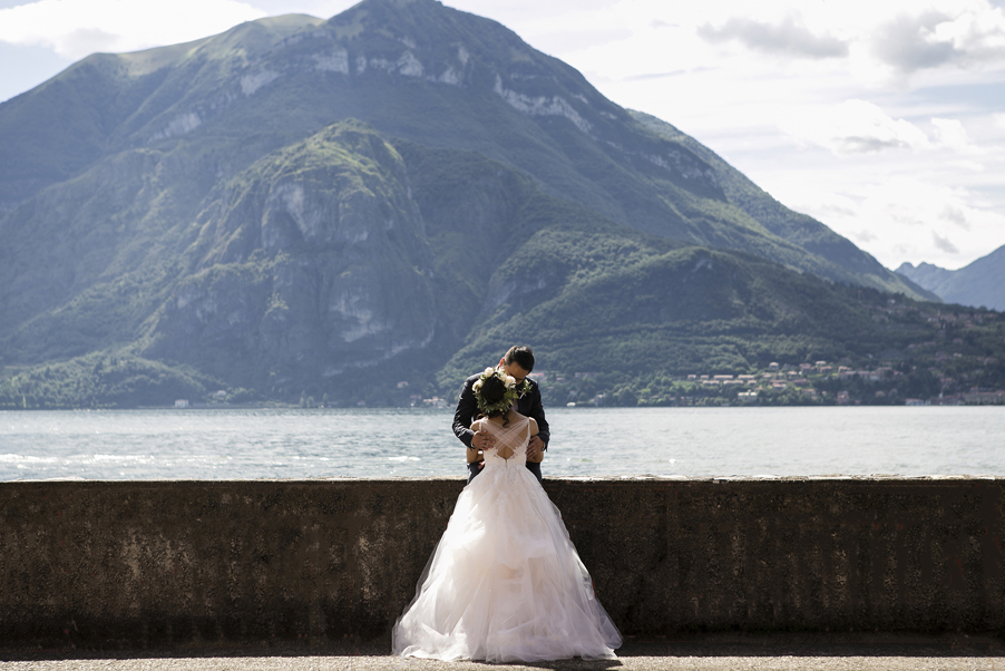 Bride-and-groom-on-the-waterside-at-Varenna-on-Lake-Como