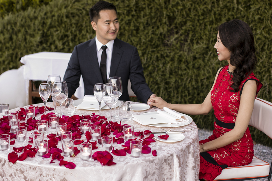 Bride-and-groom-sit-for-dinner-at-the-Grand-Hotel-Tremezzo-garden-terrace