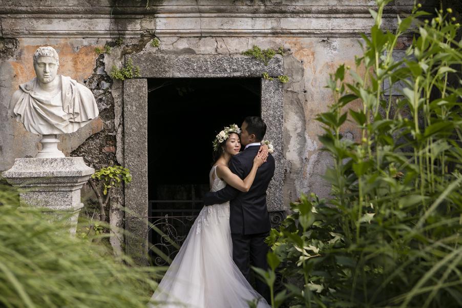 Italy-wedding-photoshoot-on-Lake-Como-with-bride-and-groom