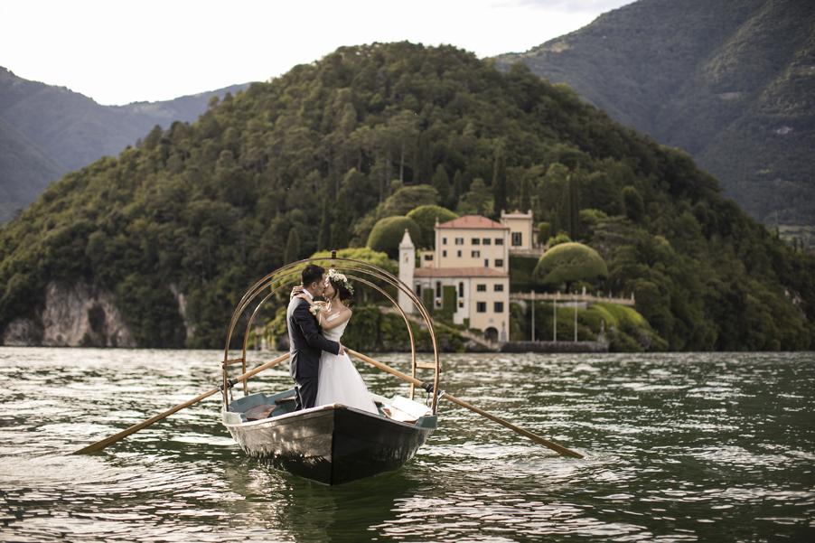 Lucia-wedding-boat-on-Lake-Como-used-for-photoshoot-by-My-Lake-Como-Wedding