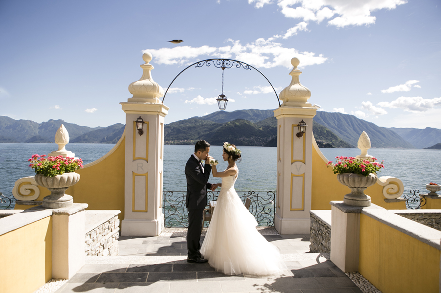 Wedding-day-photoshoot-on-Lake-Como-at-Royal-Hotel-Victoria-in-Varenna-by-wedding-planner-My-Lake-Como-Wedding