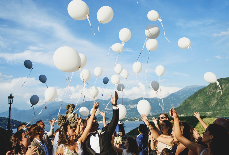 Balloon-release-on-wedding-day-at-Villa-Balbianello-on-Lake-Como