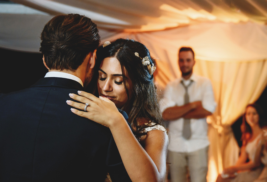 Bride-and-groom-in-love-during-the-first-dance-wedding-planner-My-Lake-Como-Wedding