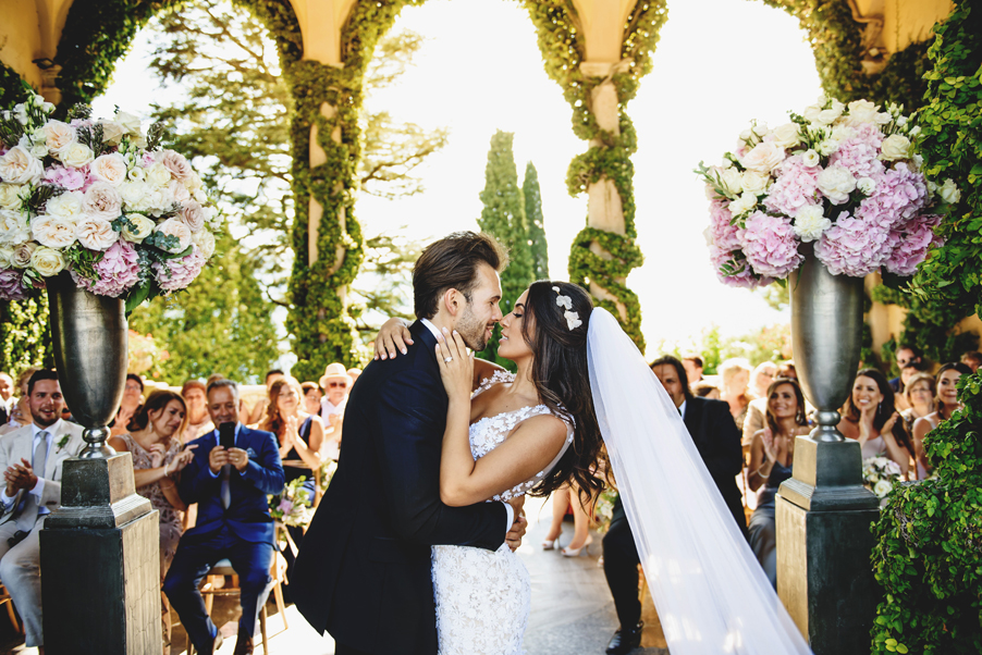 Bride-and-groom-wedding-ceremony-on-Villa-Balbianello-terrace-in-front-of-their-guests