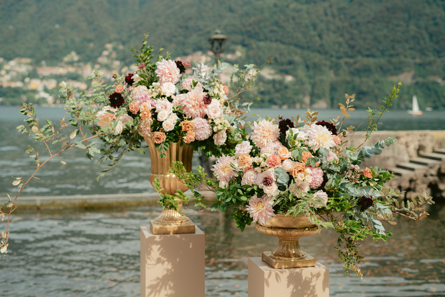 Wedding-flowers-for-ceremony-in-urn-by-My-Lake-Como-Wedding