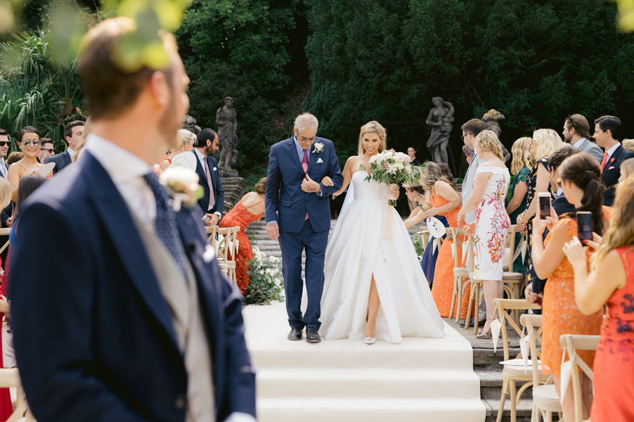 Bride-arriving-with-her-father-at-Villa-Pizzo-on-Lake-Como