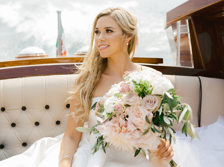 Bride-on-boat-going-to-her-wedding-ceremony-at-Villa-Pizzo-on-Lake-Como